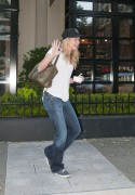 Бритт Робертсон, фото 115. Britt Robertson Out for icecream in Vancouver , July 17 2011, foto 115
