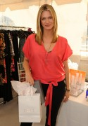 Наташа Хэнстридж, фото 868. Natasha Henstridge 2012 DPA Golden Globe Awards Gift Suite, Beverly Hills - January 13, 2012, foto 868