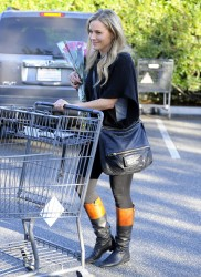 Джули Бенц, фото 1136. Julie Benz leaving the Bristol Farms Market in Beverly Hills, january 17, foto 1136