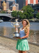 Виктория Азаренко, фото 183. Victoria Azarenka Posing with the Australian Open Trophy along the Yarra River in Melbourne - 29.01.2012, foto 183