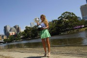 Виктория Азаренко, фото 195. Victoria Azarenka Posing with the Australian Open Trophy along the Yarra River in Melbourne - 29.01.2012, foto 195