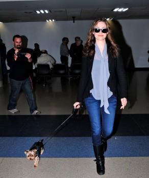 Эмми Россам, фото 3312. Emmy Rossum Looks Great with Her Dog LAX 2/17/12, foto 3312
