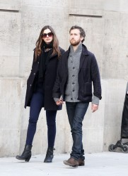 Энн Хэтэуэй, фото 5968. Anne Hathaway strolling in Paris, february 29, foto 5968