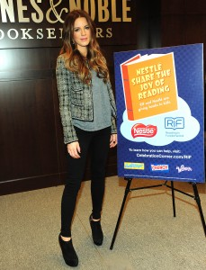 Кейт Бэкинсэйл, фото 8601. Kate Beckinsale The Nestle Share the Joy of Reading Program in LA, 01.03.2012, foto 8601