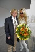 Памела Андерсон, фото 4989. Pamela Anderson arrival at Vienna International Airport, march 4, foto 4989