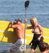 Рэйчел Хантер, фото 426. Rachel Hunter at a Malibu beach - 04/03/12, foto 426