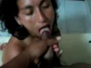 Yolanda de a perro se termino tragando la leche